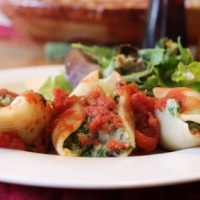 Creamy Stuffed Shells (Vegan)